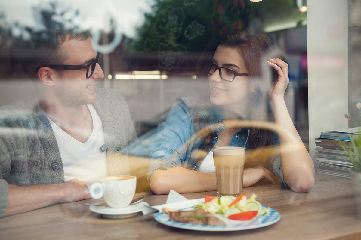 neighborhood-restaurant-couple.jpg