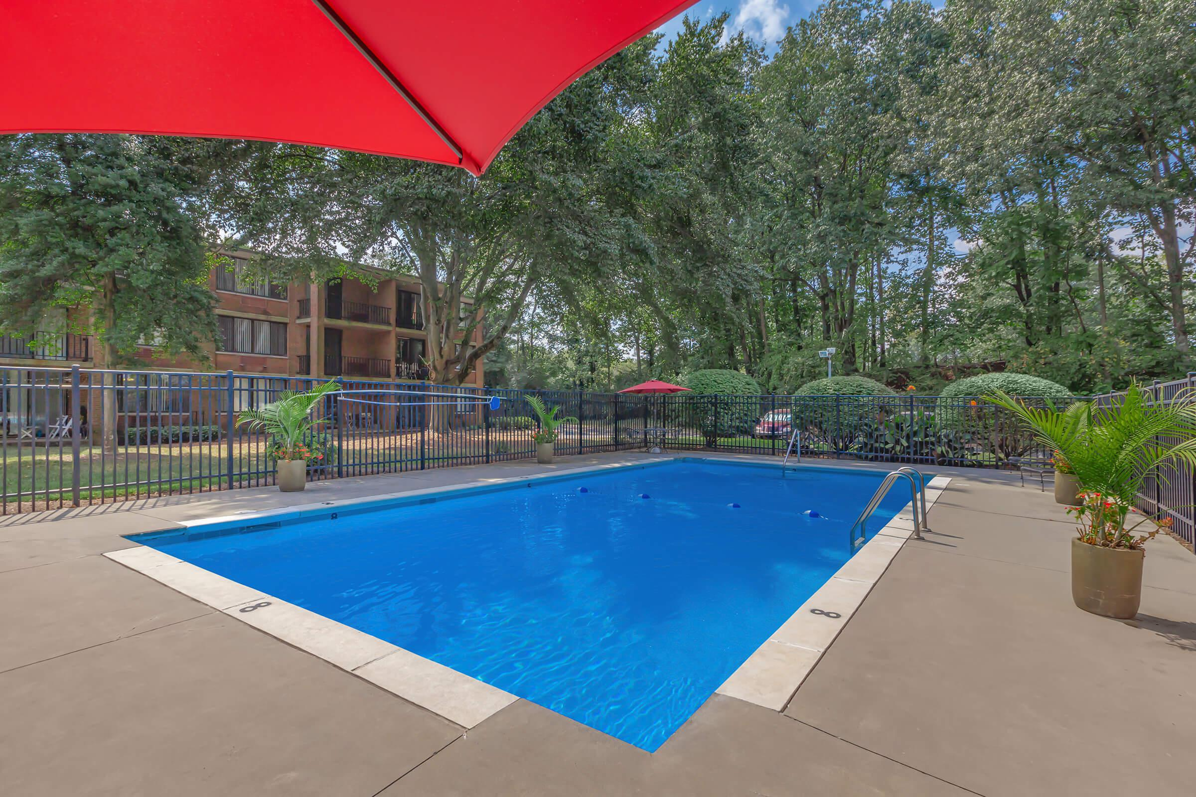 THE POOL AT CRESTRIDGE APARTMENTS IN KNOXVILLE