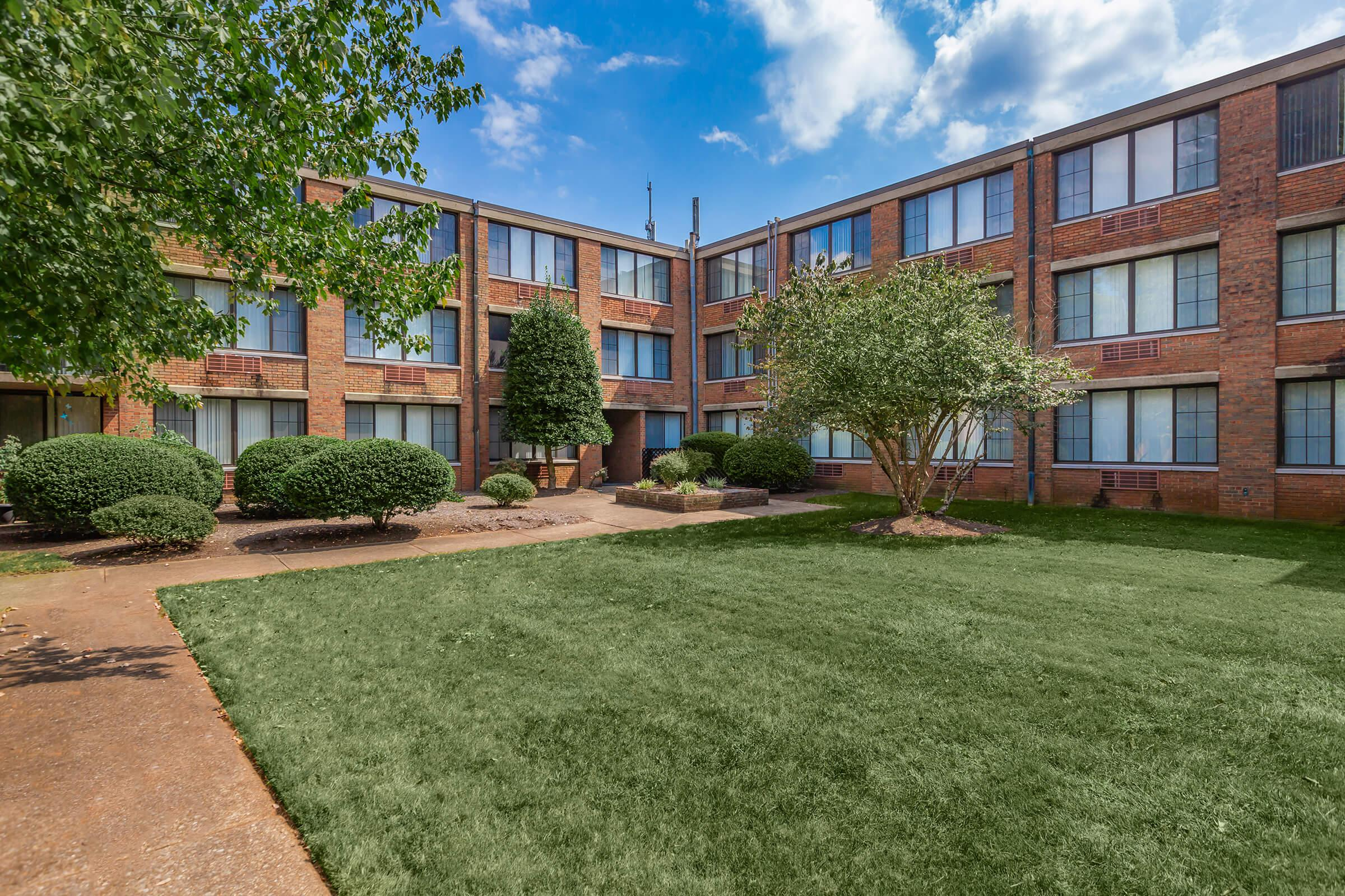 TWO BR APARTMENTS FOR RENT IN KNOXVILLE, TENNESSEE