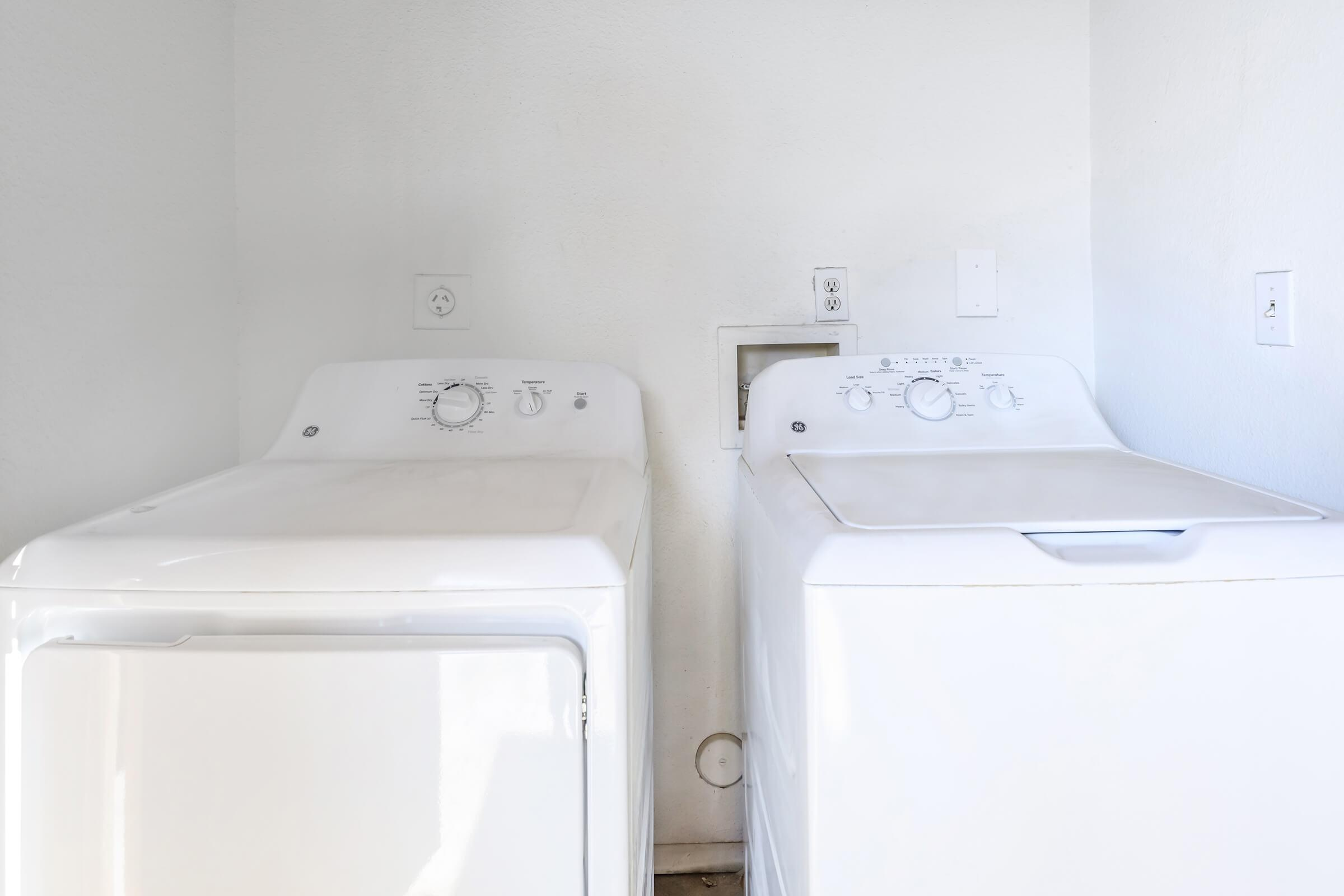 WASH AND DRY AT HOME IN SMOKETREE APARTMENT