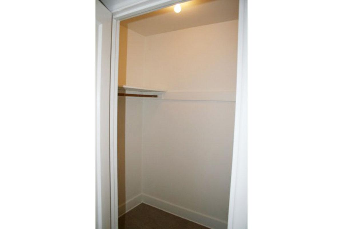 Bucking-Bedroom-Closet.jpg