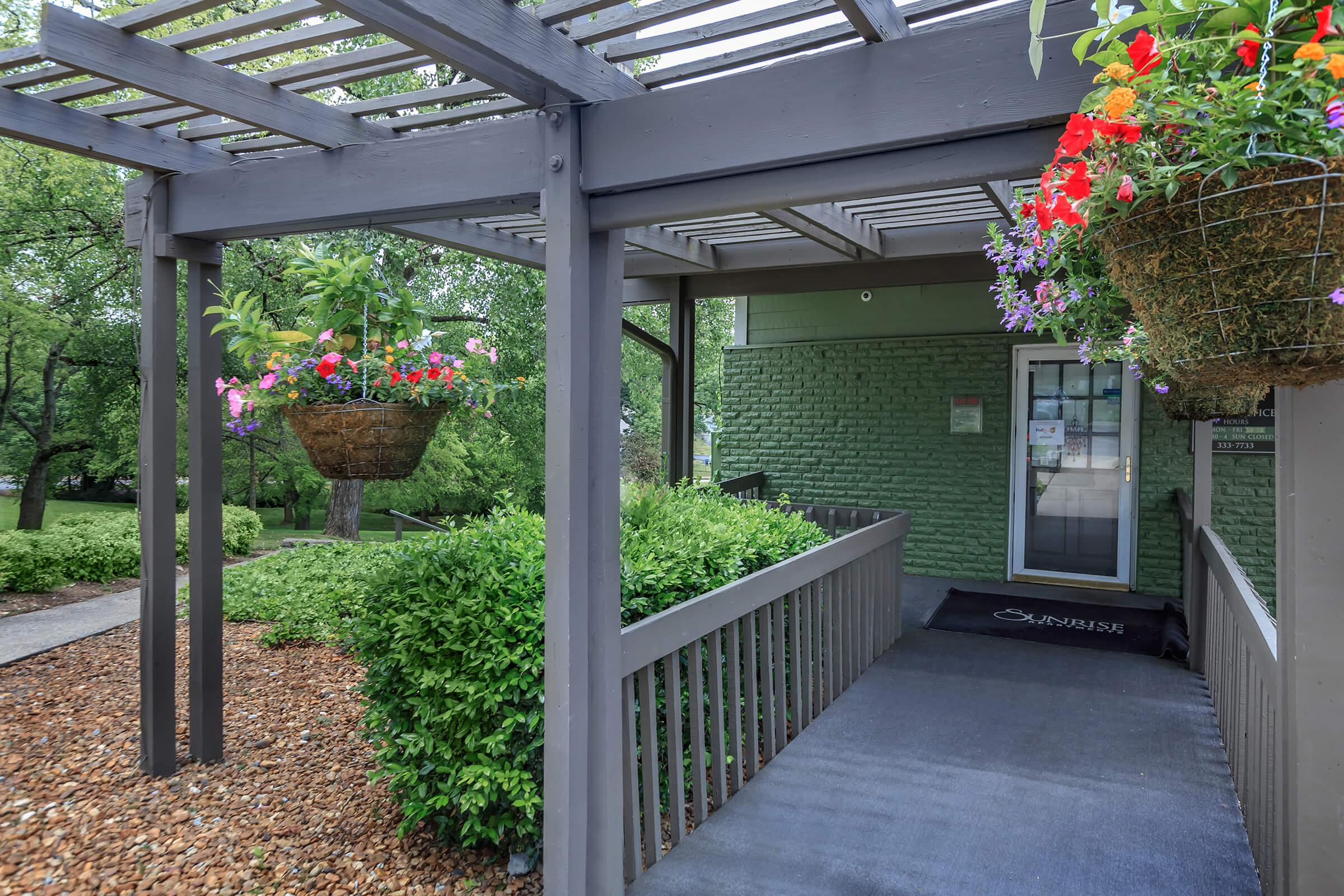 gorgeous landscaping at Sunrise Apartments in Nashville, Tennessee