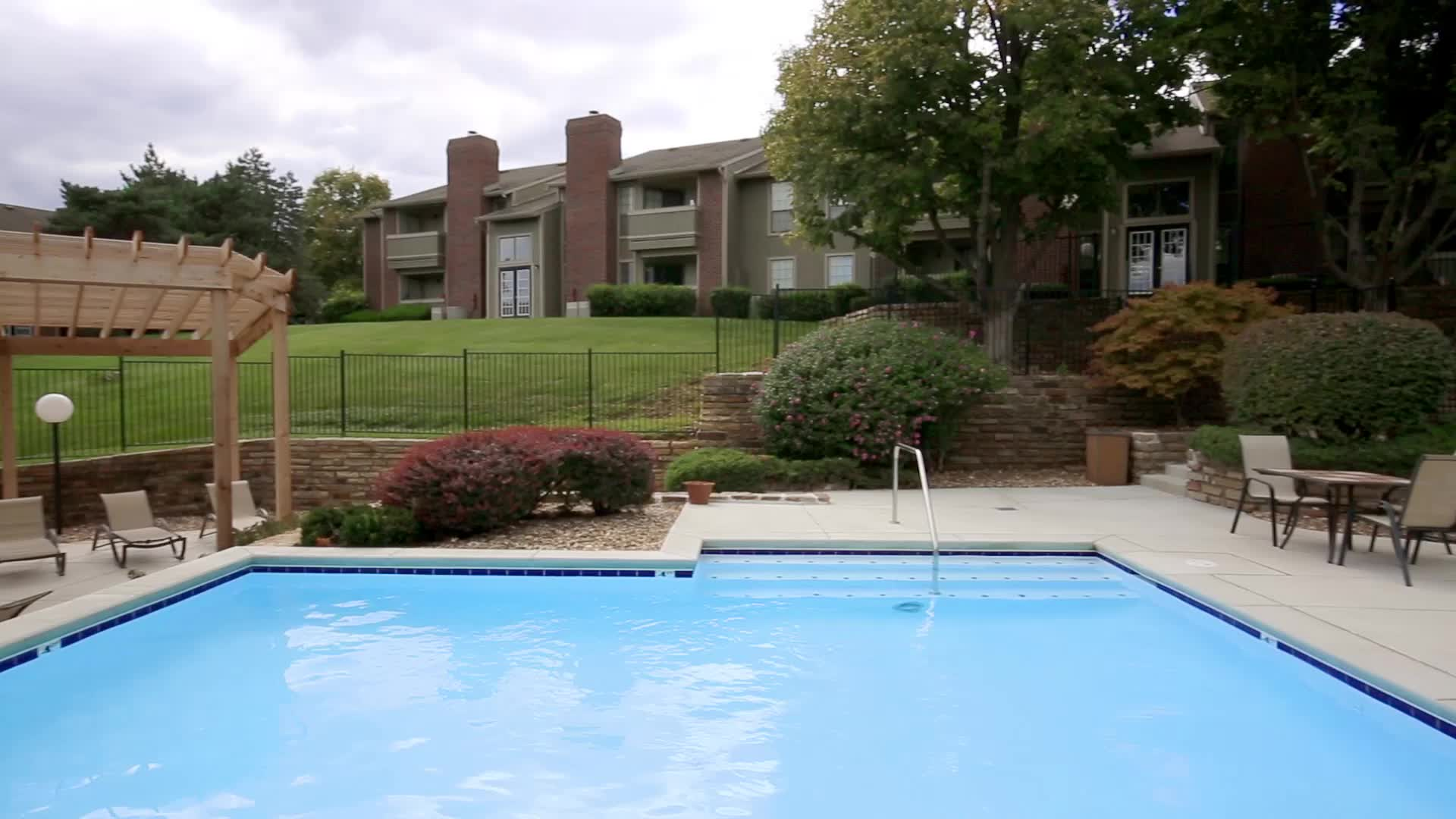 SPARKLING SWIMMING POOL ... & Coventry Oaks - Photo Gallery