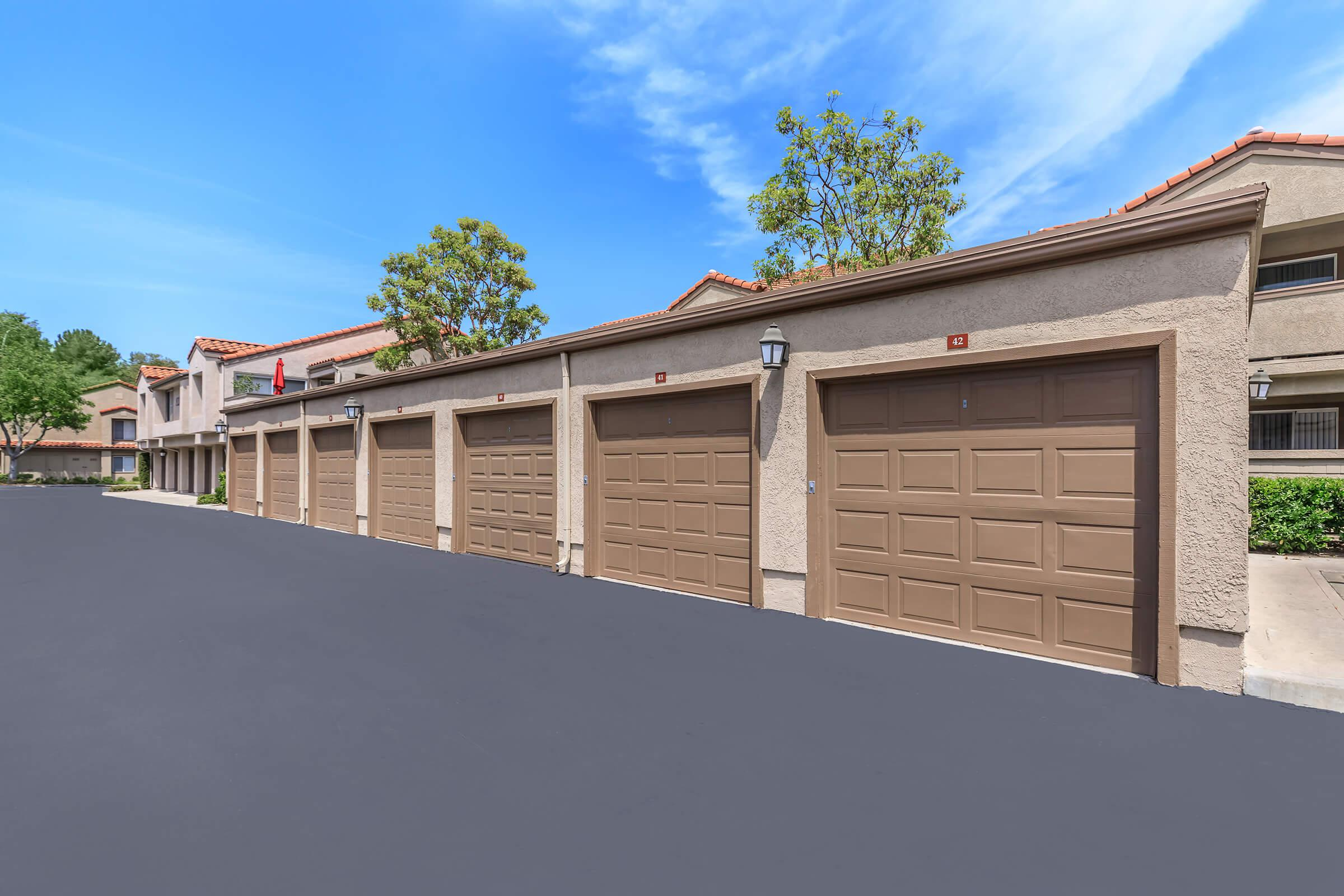 Sycamore Canyon Apartments garages