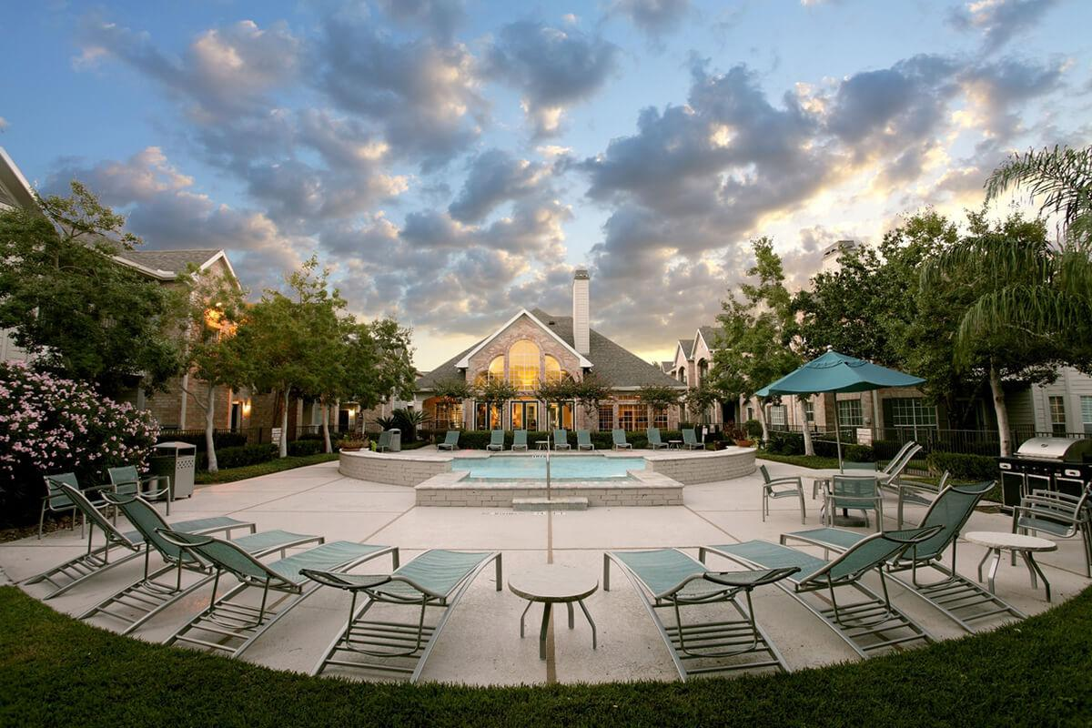 THE BEAUTIFUL & SCENIC RICHMOND TOWNE HOME APARTMENTS