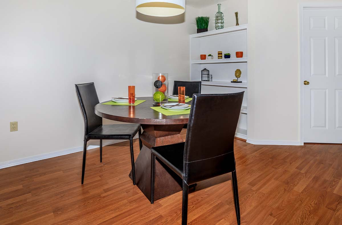 Ordinaire Bloom Apartment Features. Accent Walls In Kitchen And Living Room ...