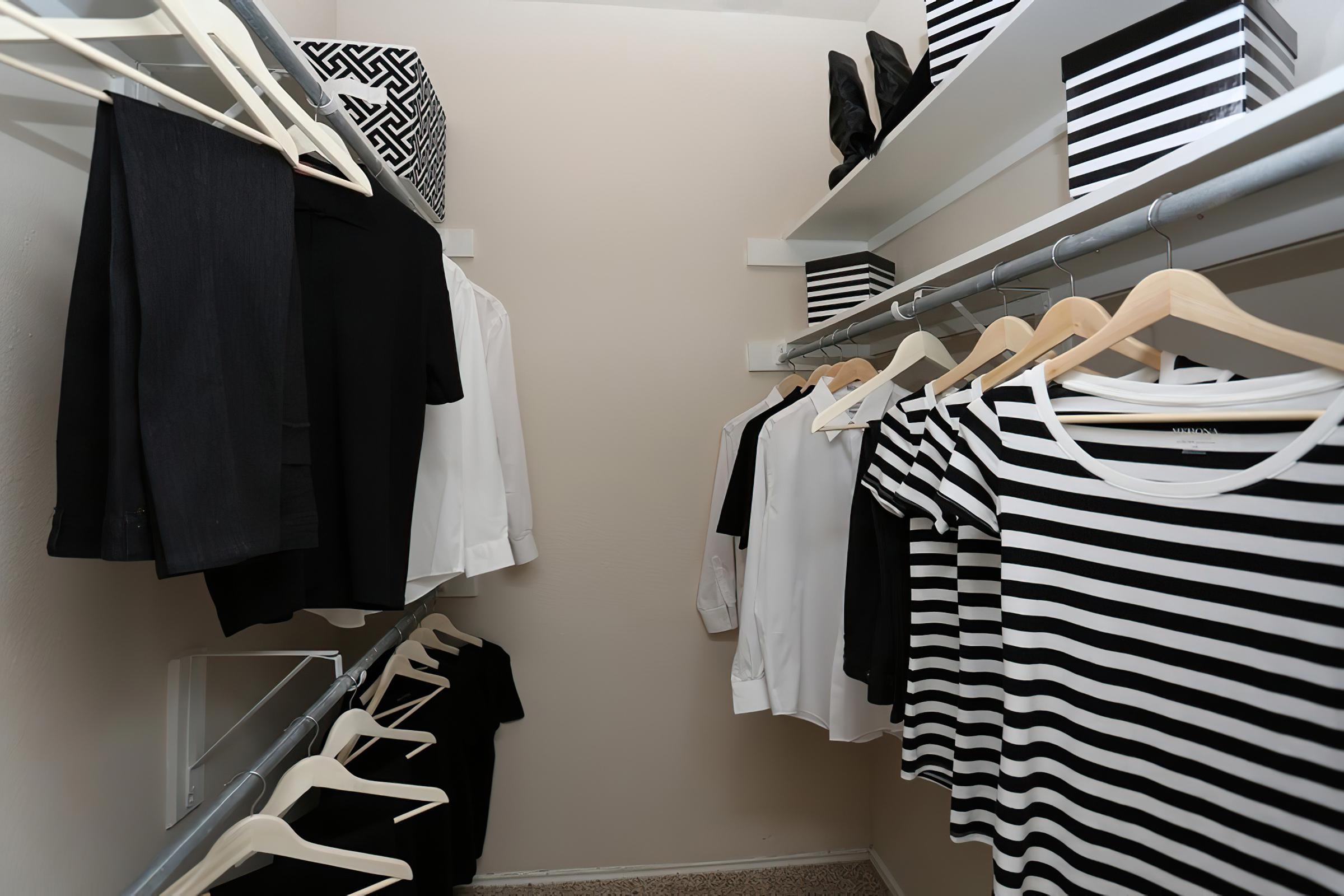 closet2x2wi-width-2400px.jpg