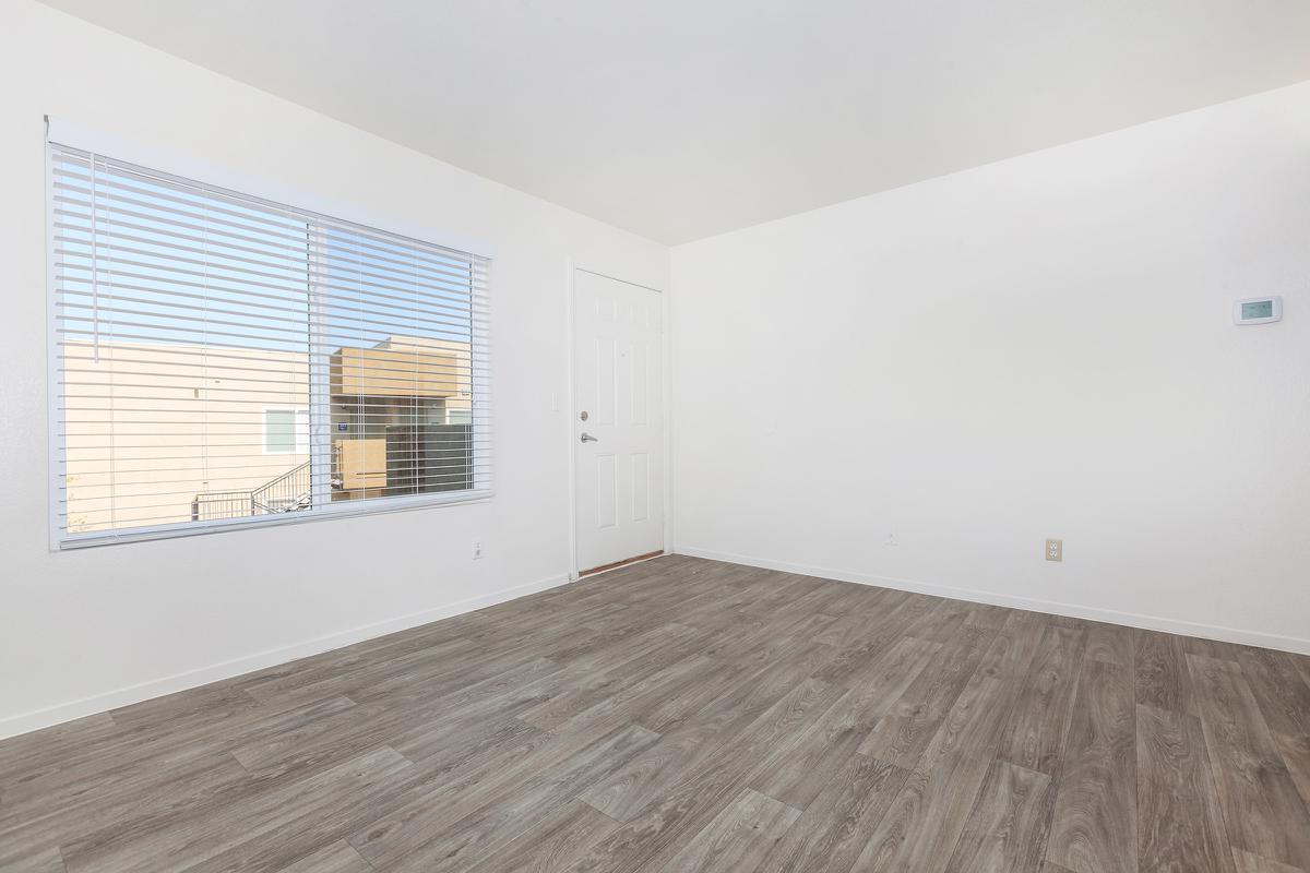 SPACIOUS LIVING ROOM AT LAS BRISAS DE CHEYENNE IN LAS VEGAS, NEVADA