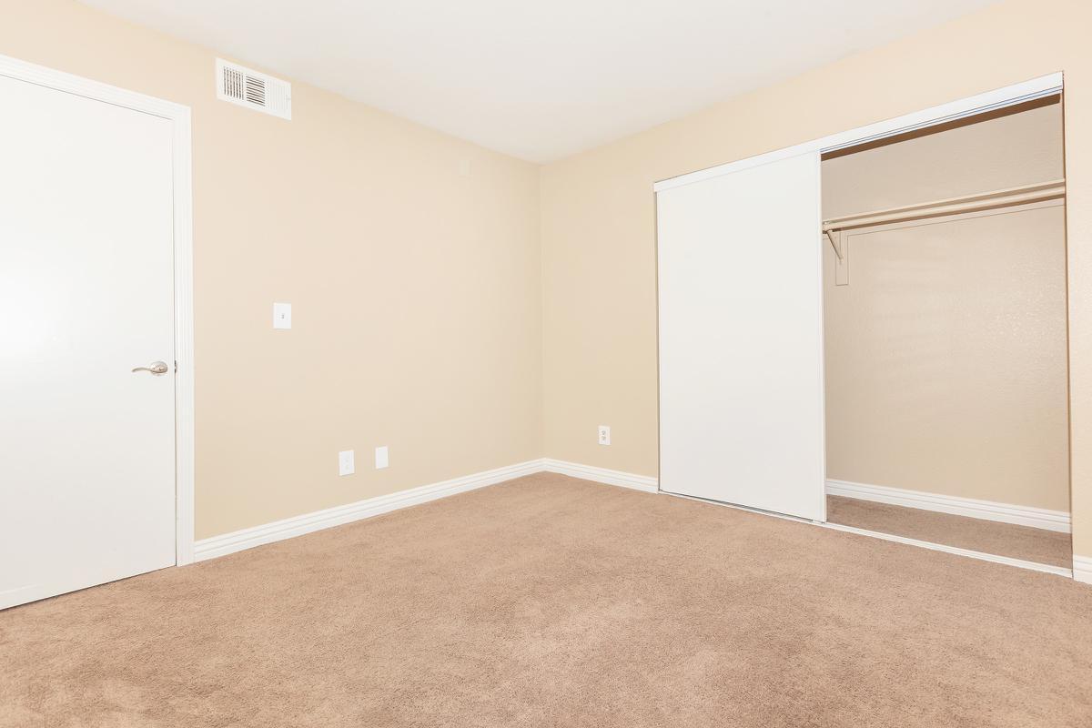 COMFORTABLE BEDROOMS AT LAS BRISAS DE CHEYENNE APARTMENTS IN LAS VEGAS, NEVADA