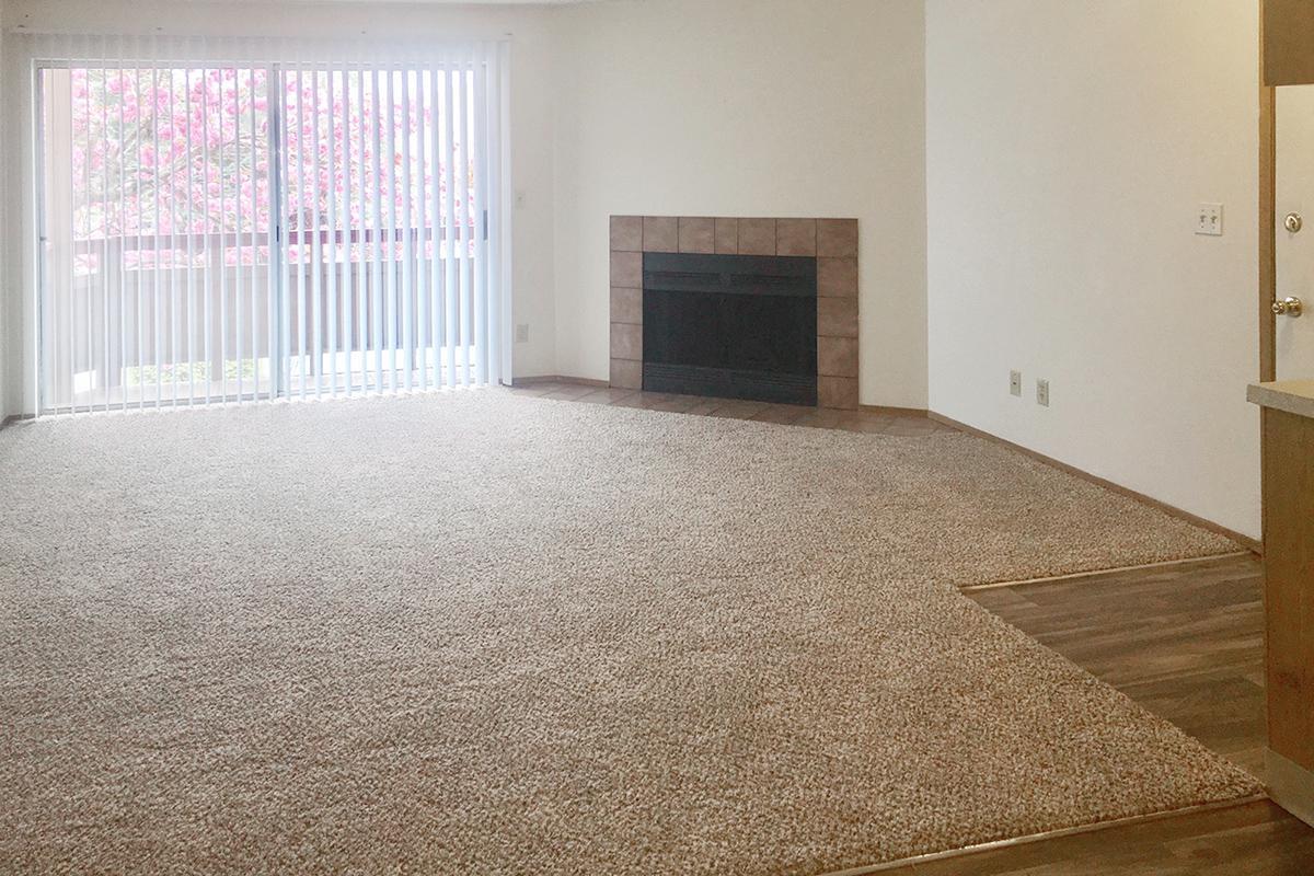 Livingroom Pic.jpg