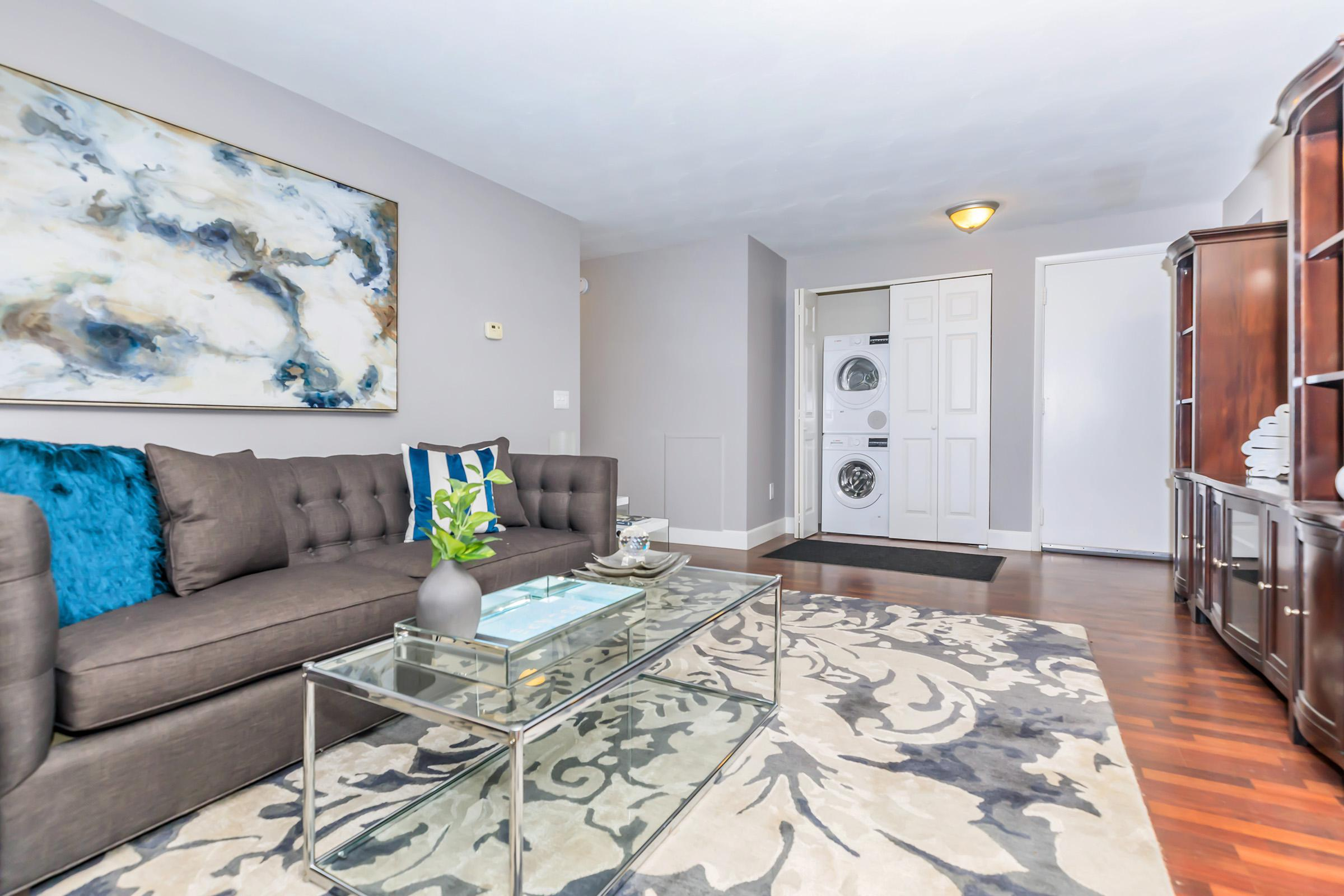 SPACIOUS LIVING ROOM AT GREYSTONE APARTMENTS & TOWNHOMES
