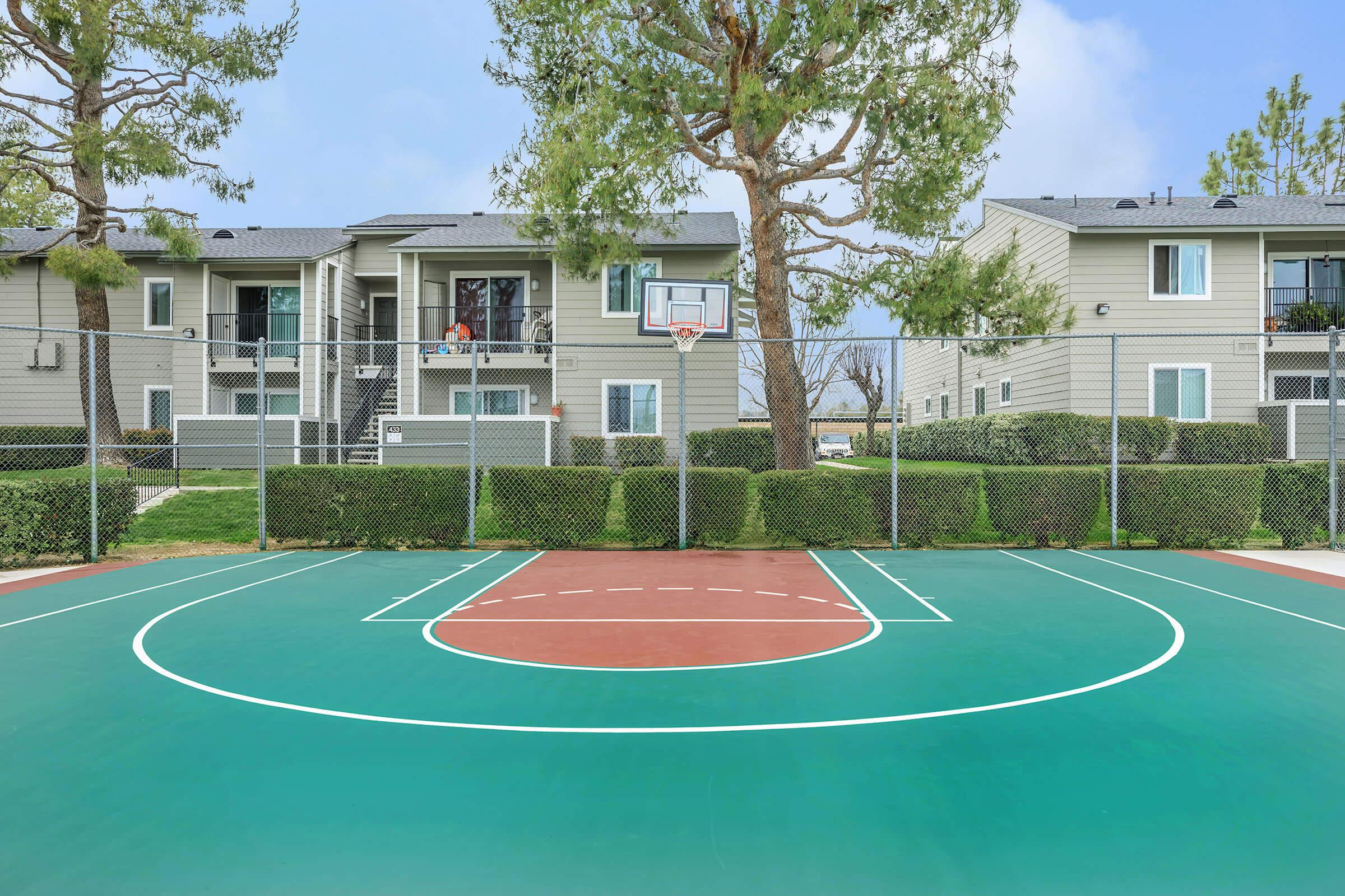 a couple of lawn chairs sitting on a basketball court