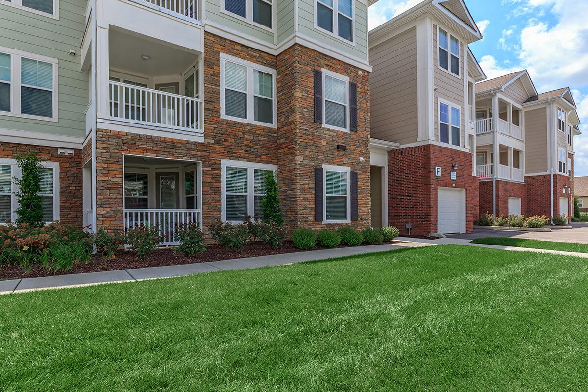 Immaculate Landscaping at The Point at Waterford Crossing