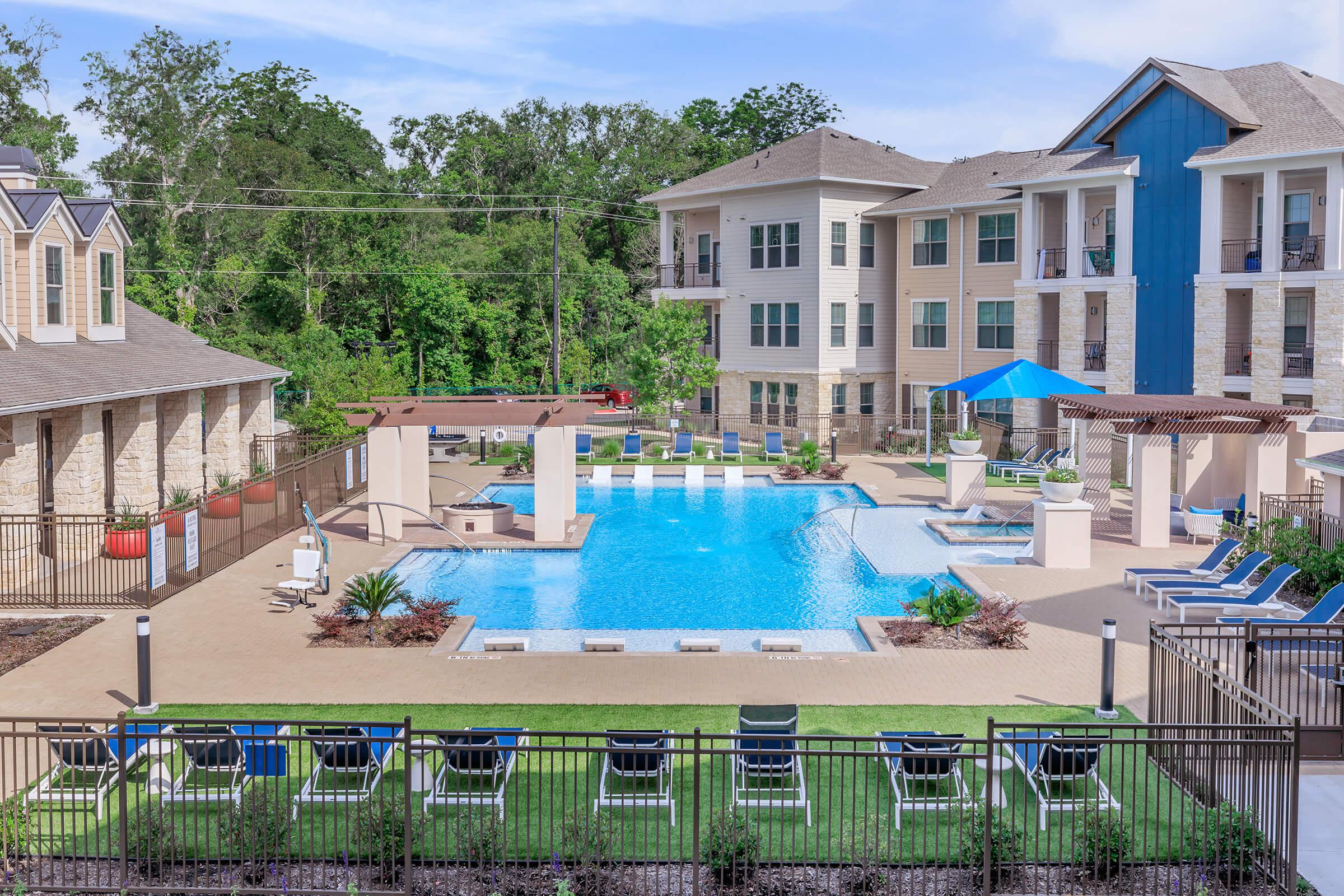 TAKE THE PLUNGE IN OUR SHIMMERING SWIMMING POOL IN LAKE JACKSON, TEXAS!