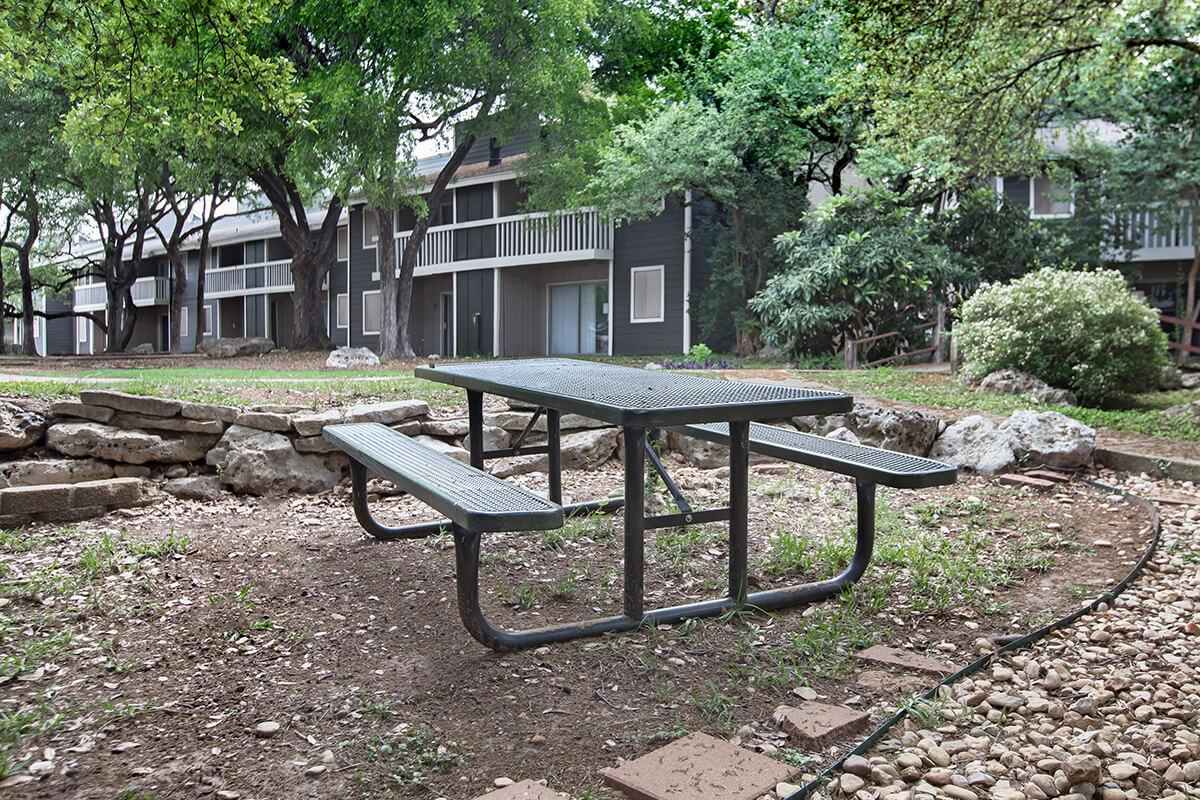 an empty park bench next to a building