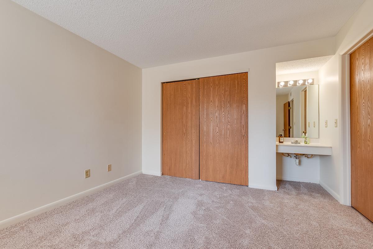 SciotoWoods-Bedroom.jpg