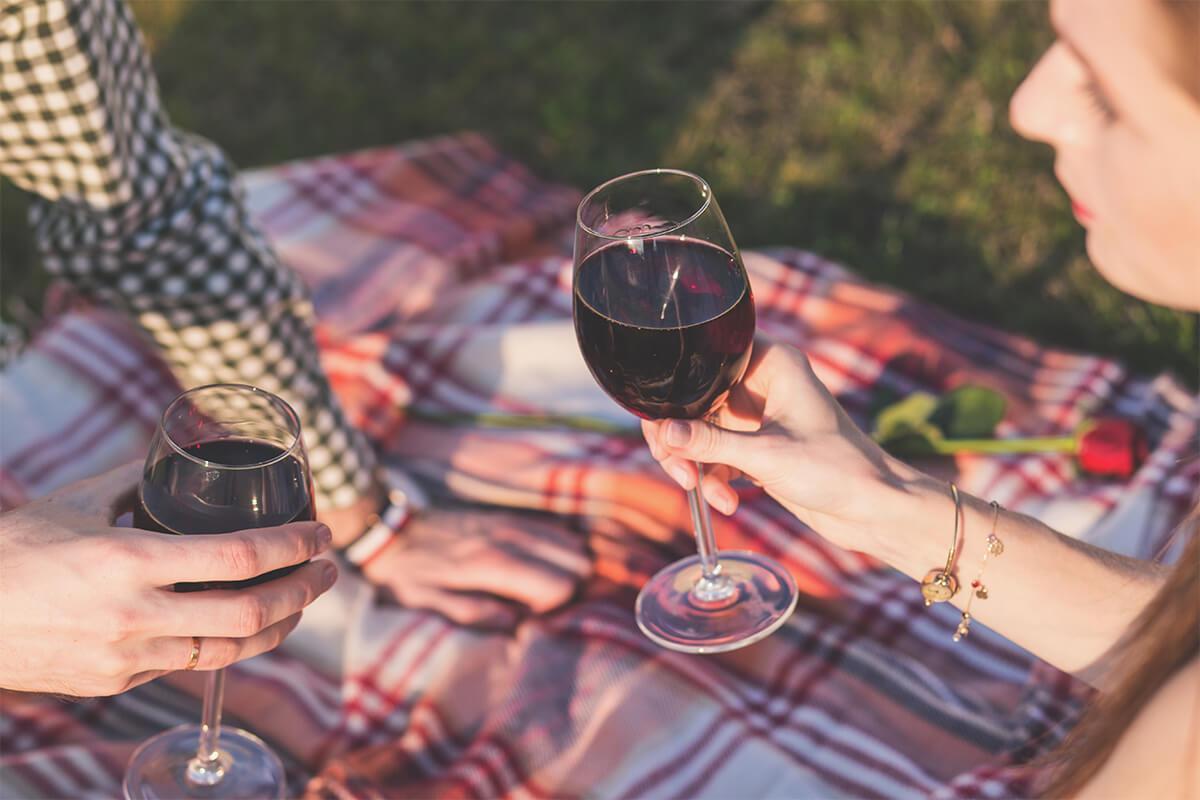 exterior-picnic-wine.jpg