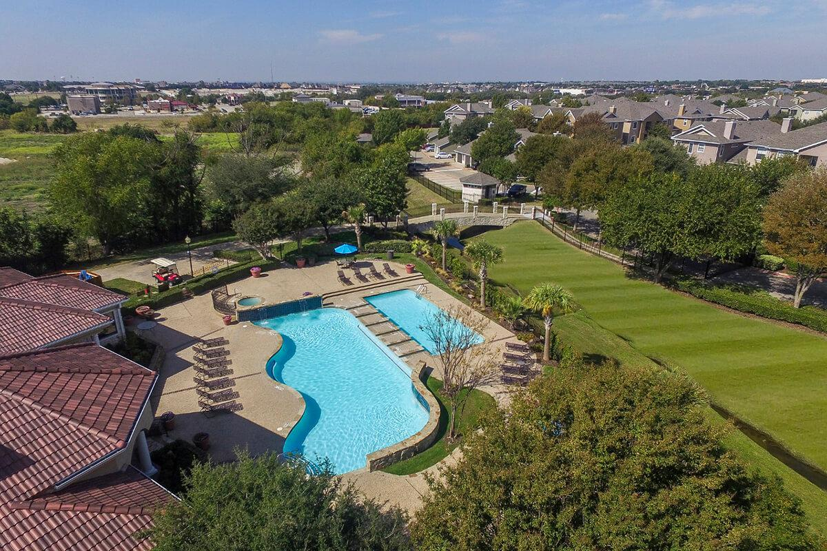 The Vineyards Apartments in Frisco, TX - Swimming Pool 01.jpg