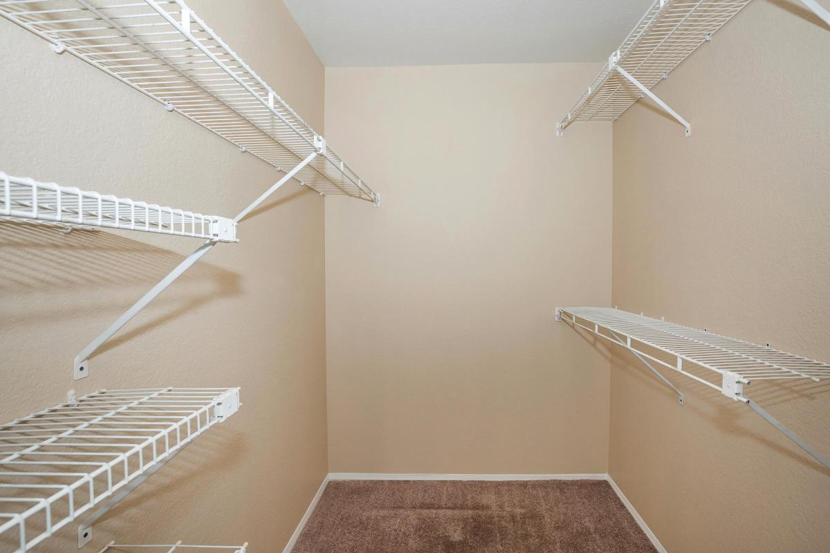 Walk-in closets in Phoenix, AZ