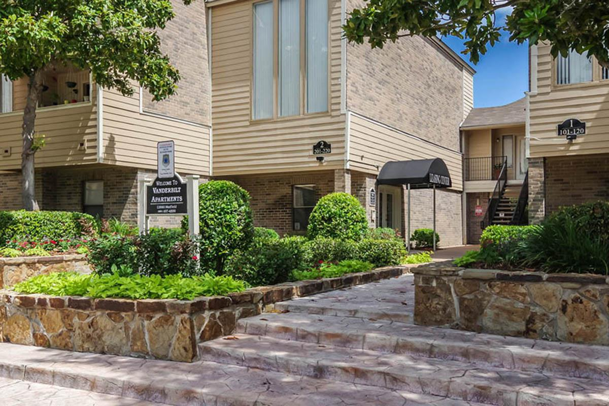 large-leasing-office-at-houston-apartments.jpg