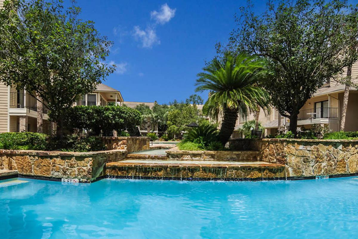 large-pool-feature-in-houston-apartment-community.jpg