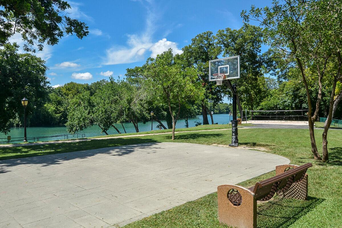 Westshore Colony Apartments in New Braunfels, TX - Basketball Court 02.jpg