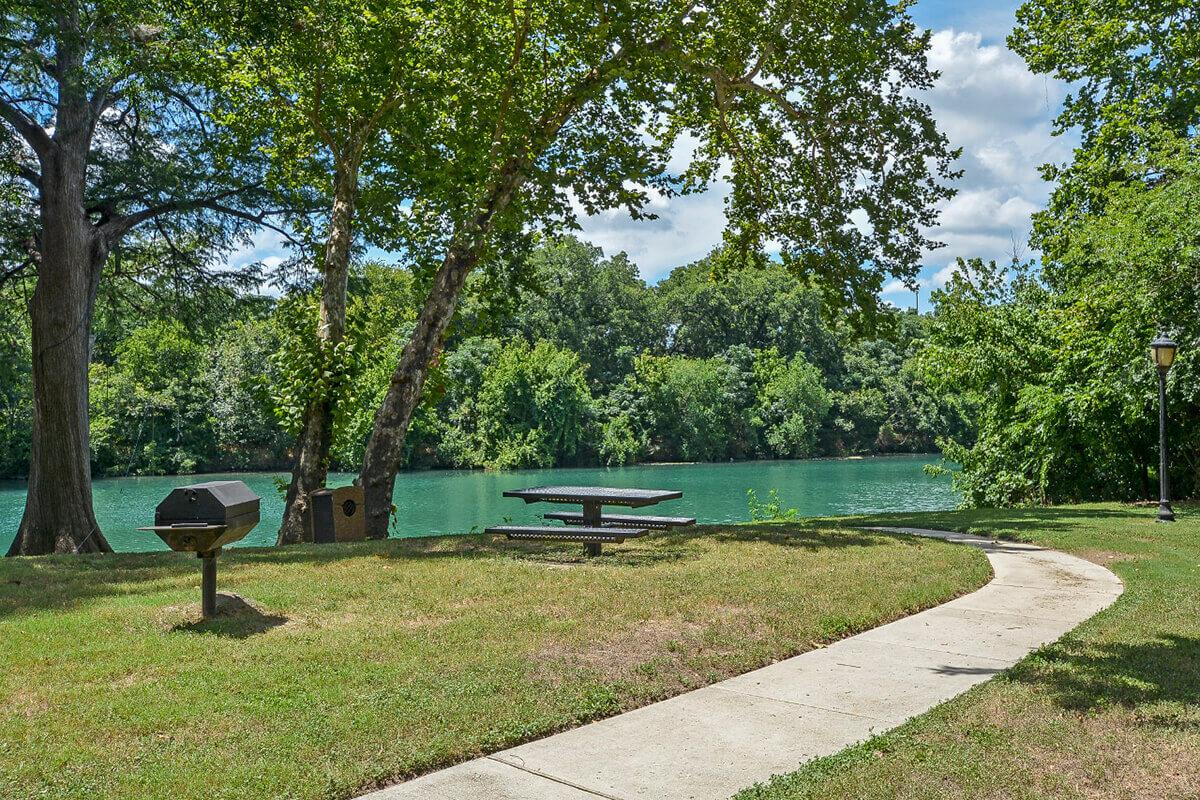 Westshore Colony Apartments in New Braunfels, TX - Picnic Area 03.jpg
