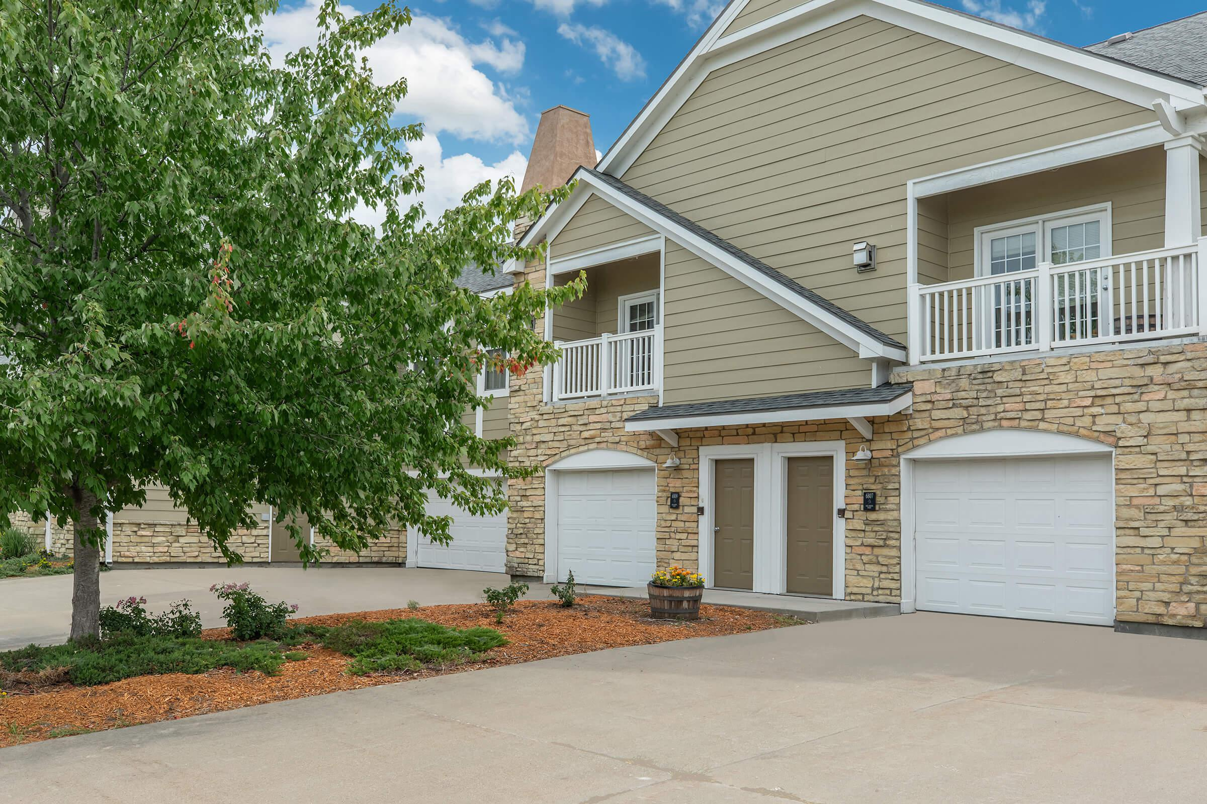ATTACHED GARAGES AVAILABLE IN JOHNSTON, IOWA