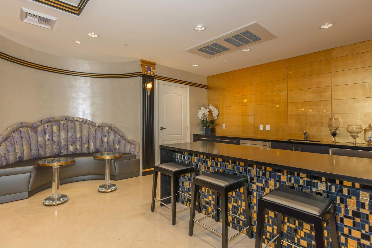 Broadway Palace Apartments - Entertainment Lounge