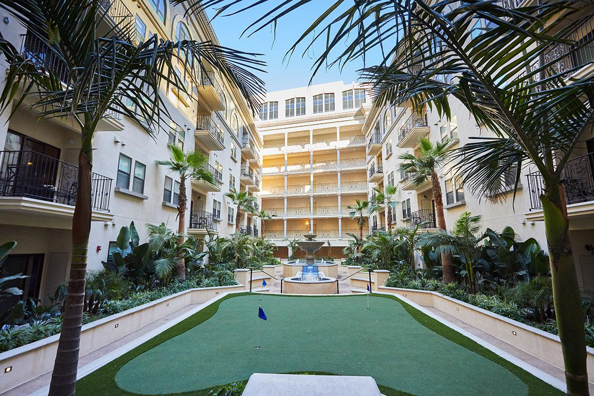 Broadway Palace Apartments - Golf