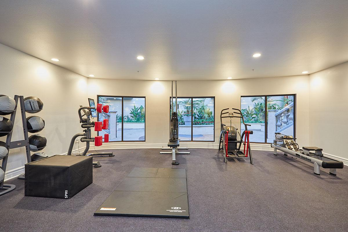 Broadway Palace Apartments - Gym