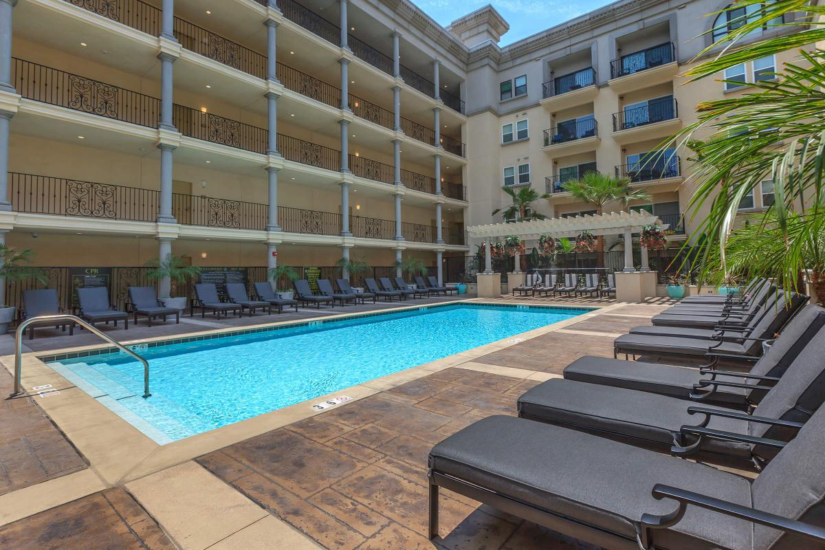 Broadway Palace Apartments - Pool