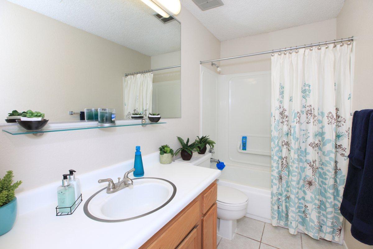 Prescott Pointe has contemporary bathrooms