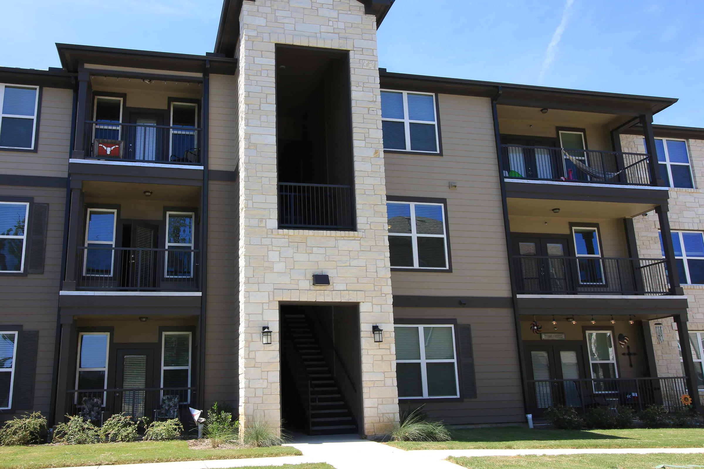 WELCOME HOME TO REATA WEST APARTMENTS