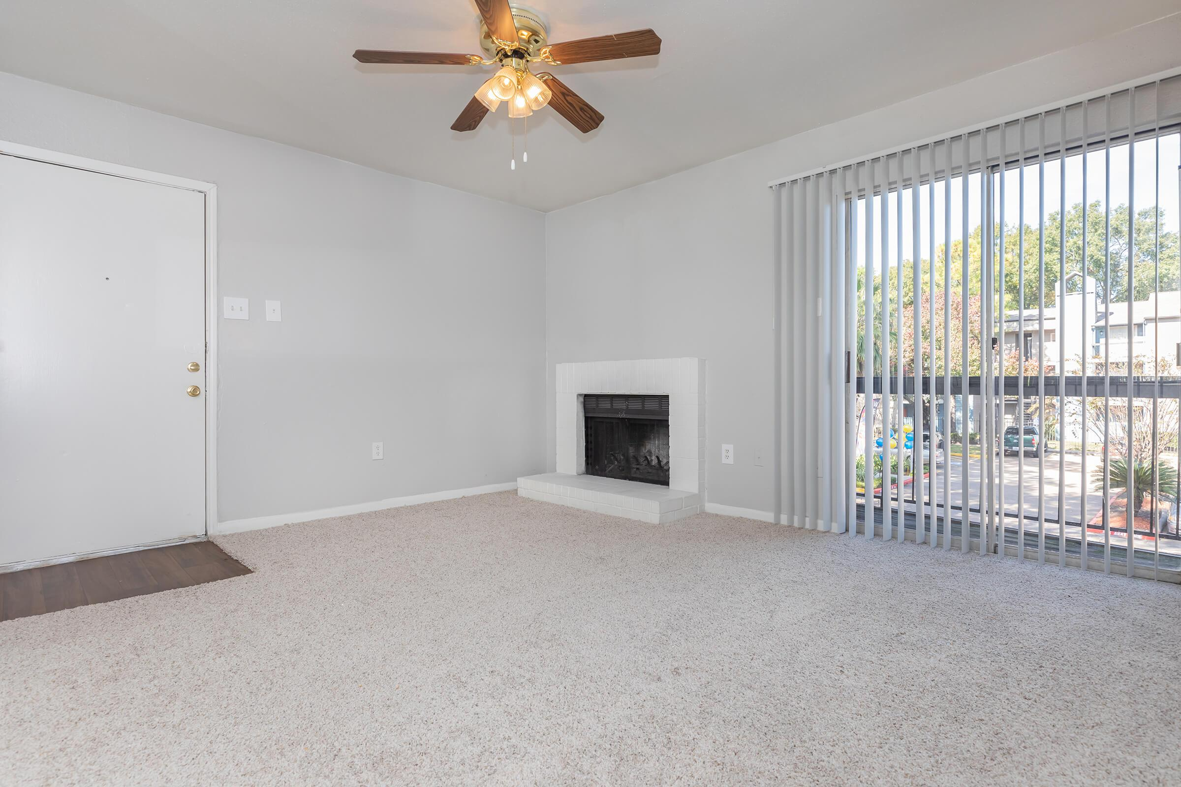 APARTMENT WITH FIREPLACE IN HOUSTON, TX