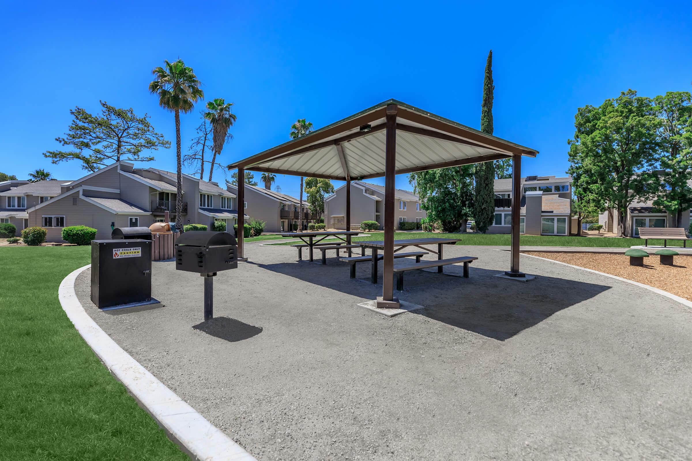 The Parks at Fig Garden barbecue and picnic table