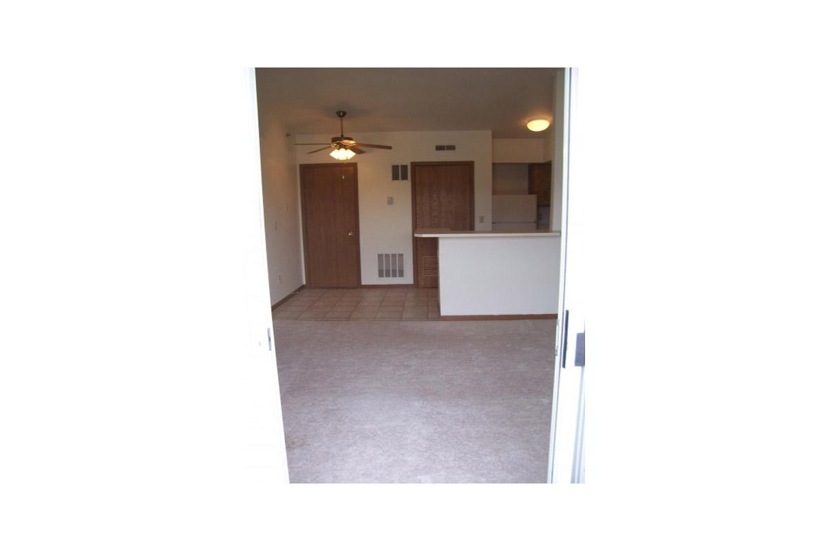 1br-unfurnished-dining-room-picture.jpg