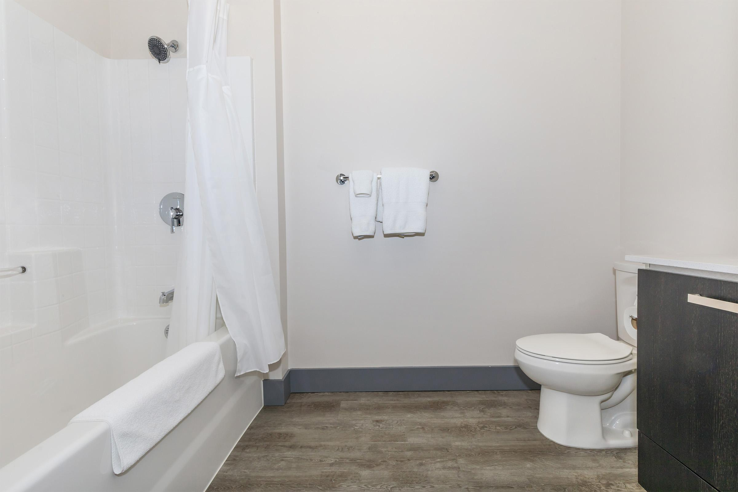 a room with a bath tub