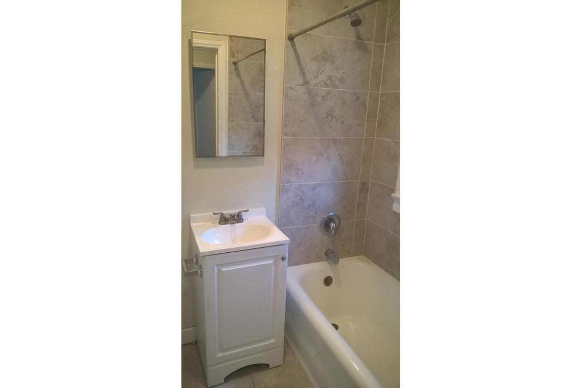 Alexandria Towers U208 Bathroom view w tub.jpg
