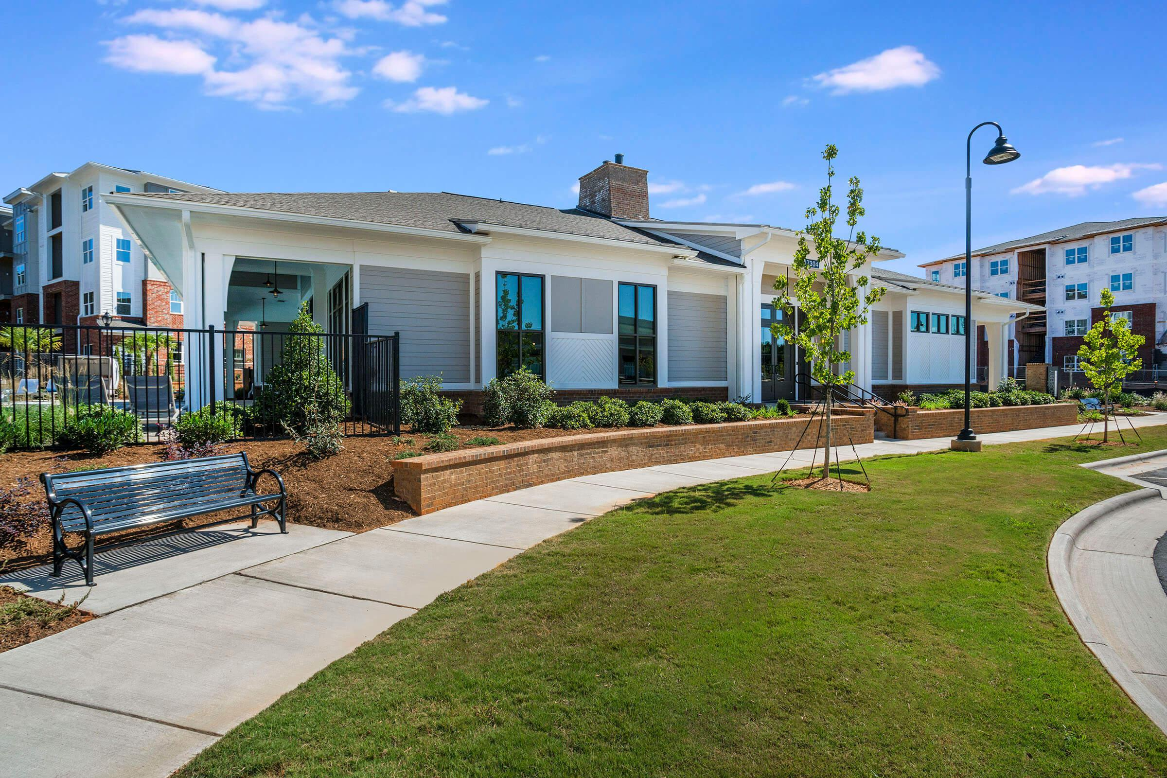 PROSPERITY-VILLAGE-APARTMENTS-CHARLOTTE-NC-EXTERIOR-05.jpg