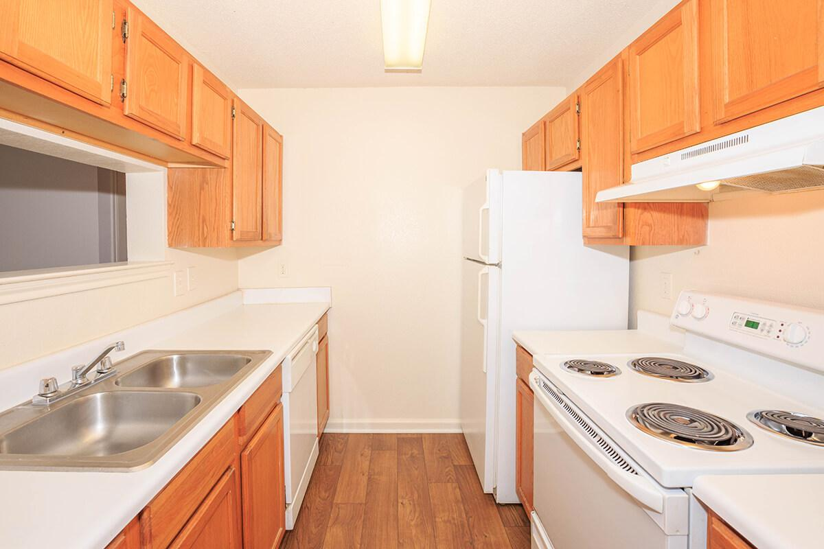 well equipped kitchen at Cedar Pointe Apartments in Colombia, Tennessee
