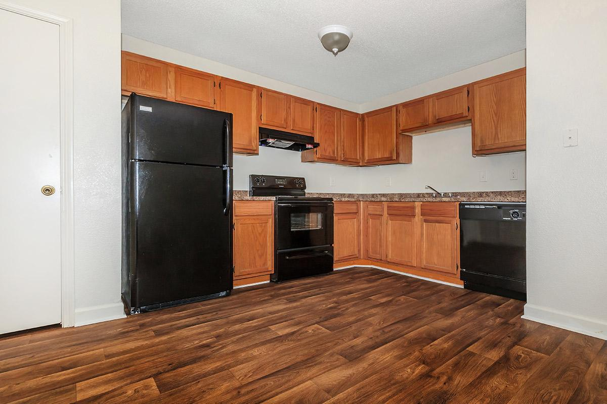 fully-equipped kitchen at Cedar Pointe Apartments in Colombia, Tennessee
