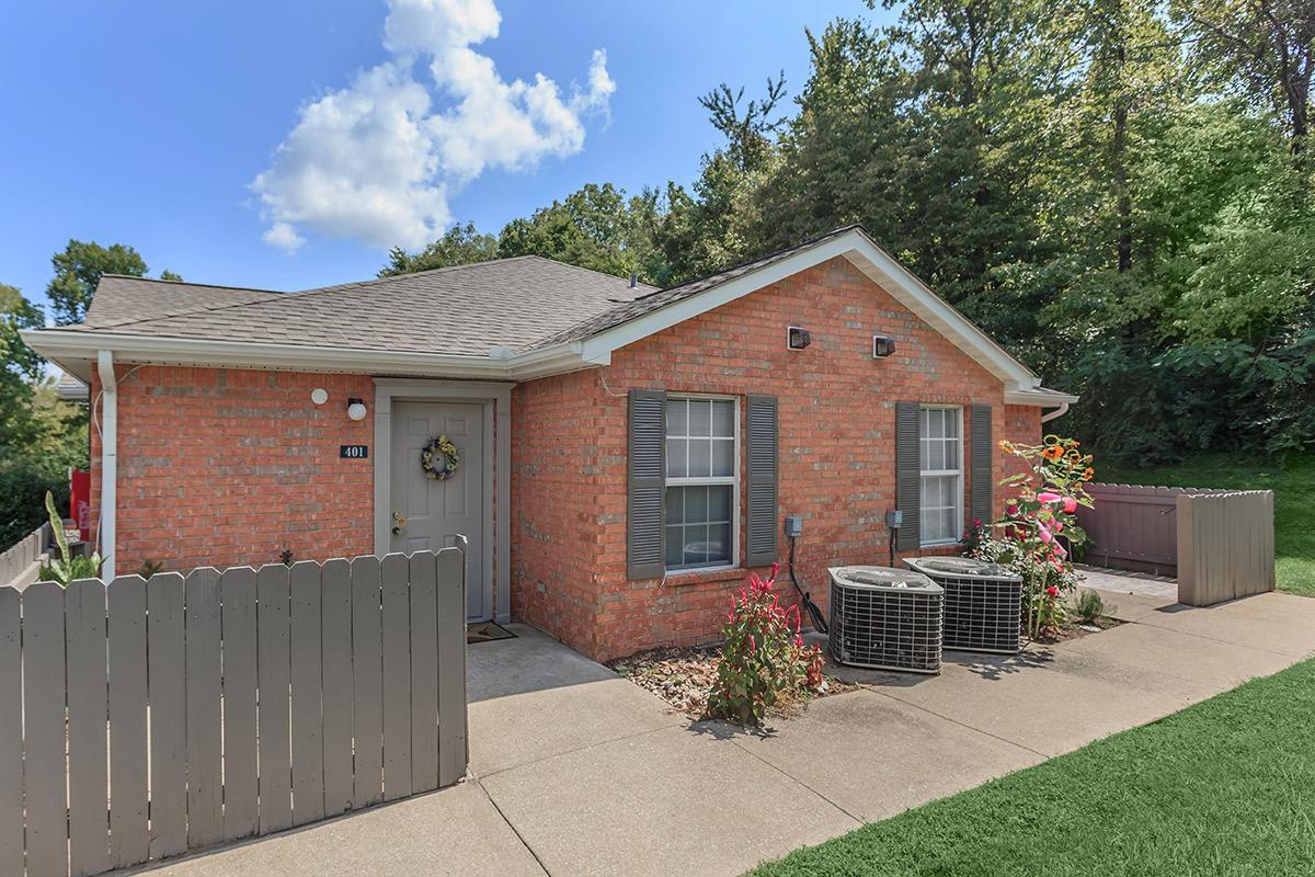 brick homes at Cedar Pointe Apartments in Colombia, Tennessee