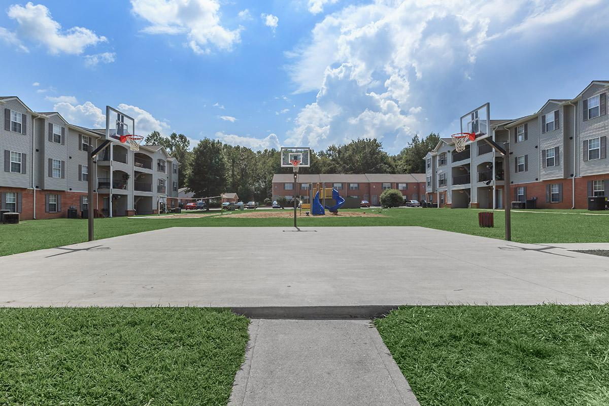 on-site basketball court at Cedar Pointe Apartments in Colombia, Tennessee