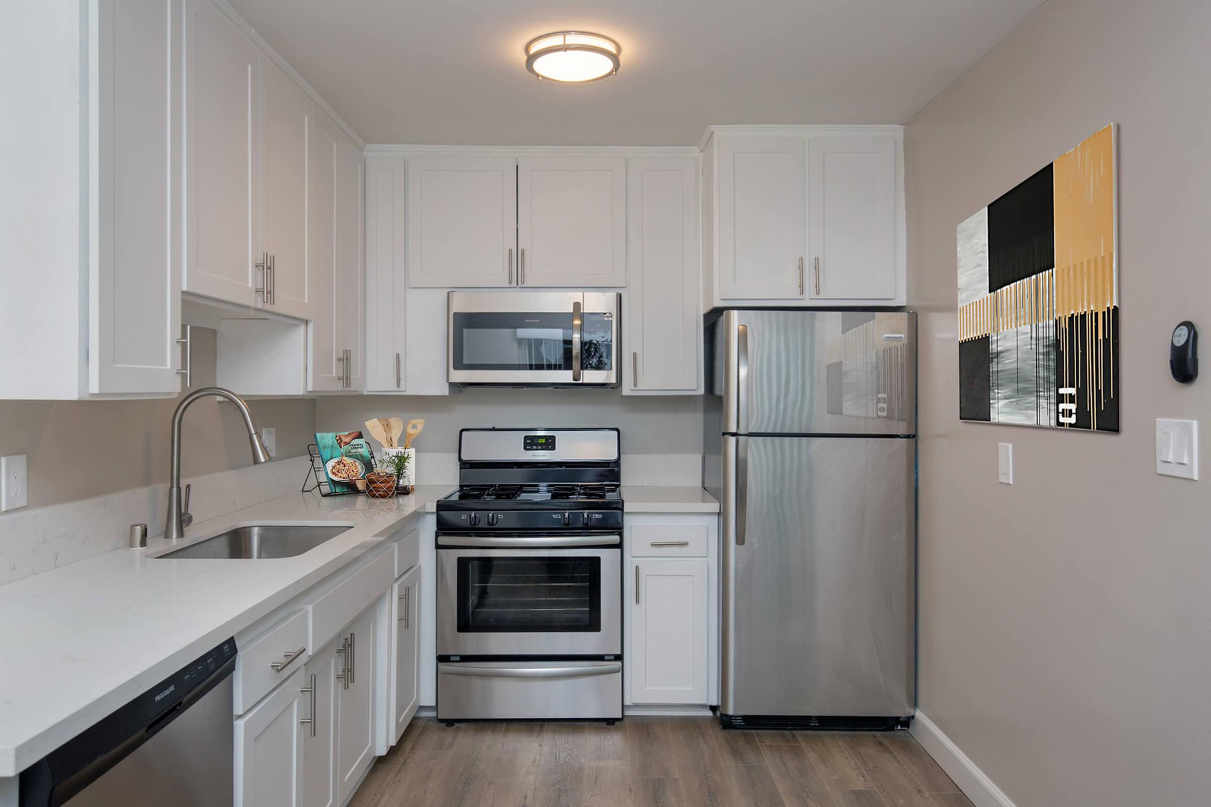 FULLY EQUIPPED KITCHEN AT THE CAPRI GLENDALE