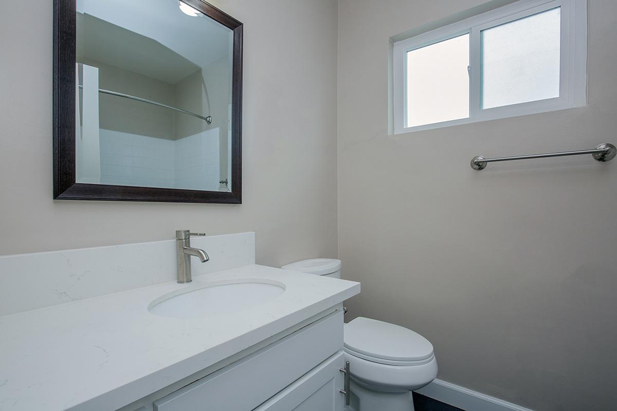 CONTEMPORARY BATHROOM AT THE CAPRI GLENDALE