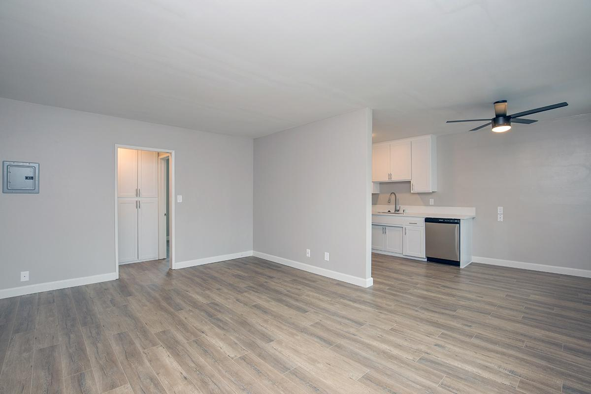 MODERN AND SPACIOUS APARTMENTS AT THE CAPRI GLENDALE