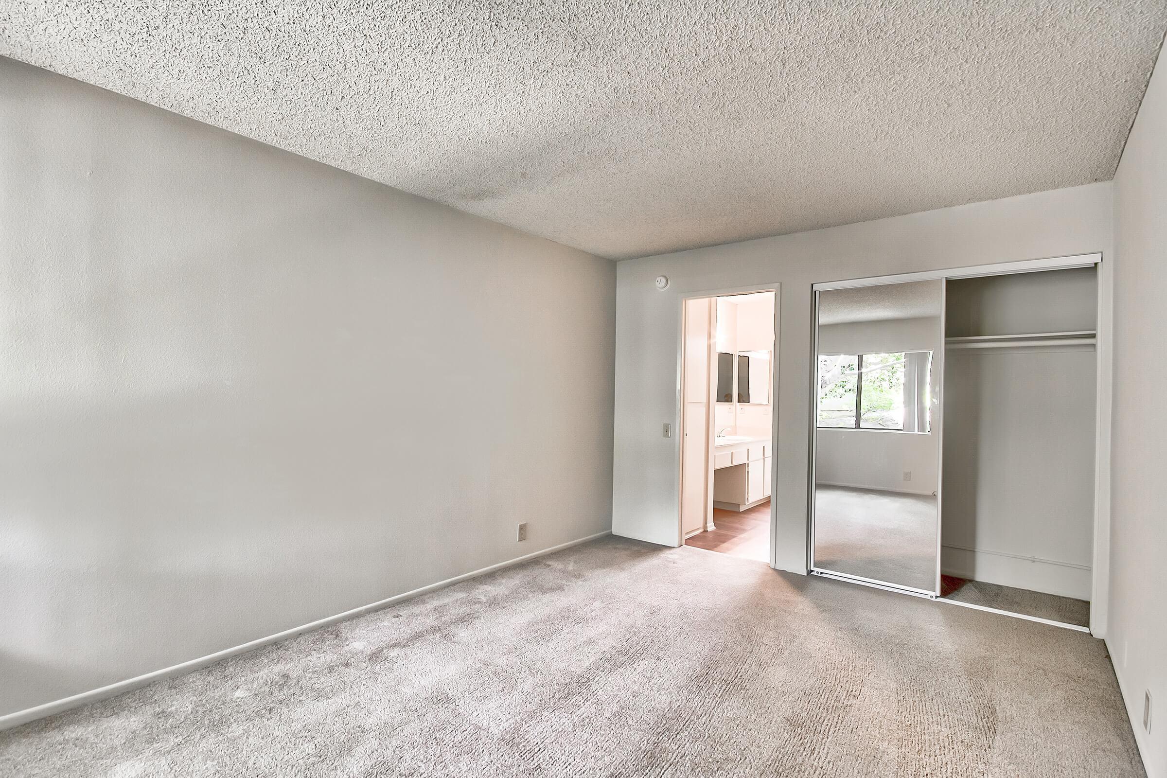Bedroom_1207-21ST-AVE-NE-HICKORY-NC-28601-1872_HUNTINGTON-PARK-APTS_RPI_II-273044-54.jpg