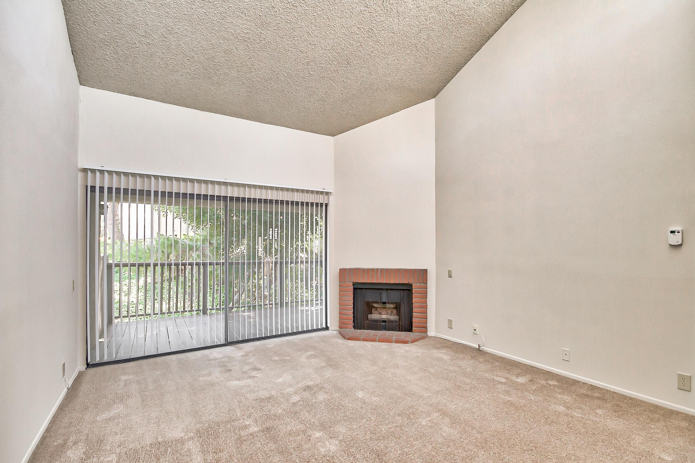 Living-Room_1207-21ST-AVE-NE-HICKORY-NC-28601-1872_HUNTINGTON-PARK-APTS_RPI_II-273044-39.jpg