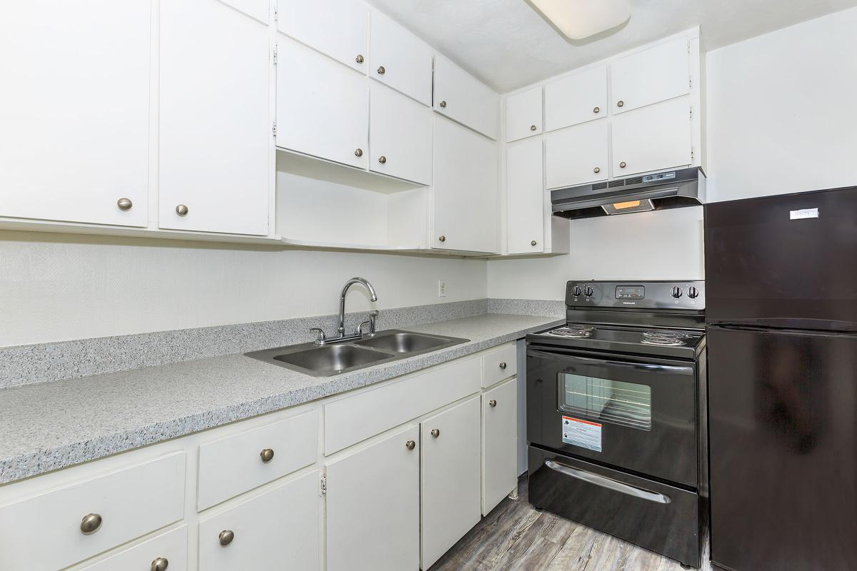 Fully-equipped kitchen A1 at The Columns in Jacksonville, Florida